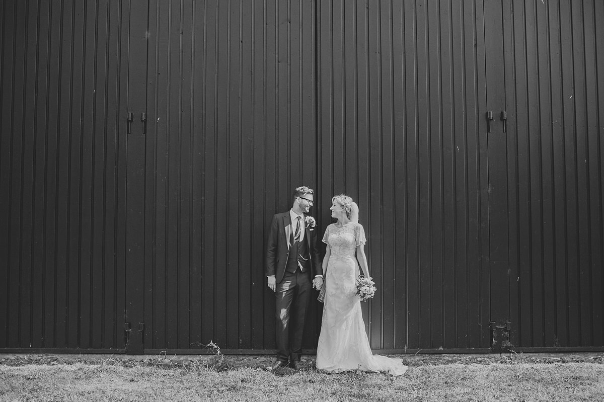 summer-outdoor-wedding-at-marks-hall-coach-house_0100