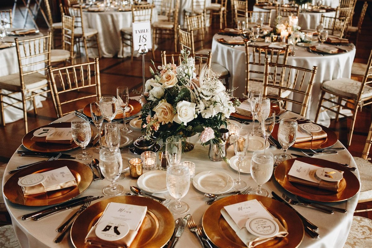 scottish-rite-cathedral-neutral-wedding-solstice-floral8