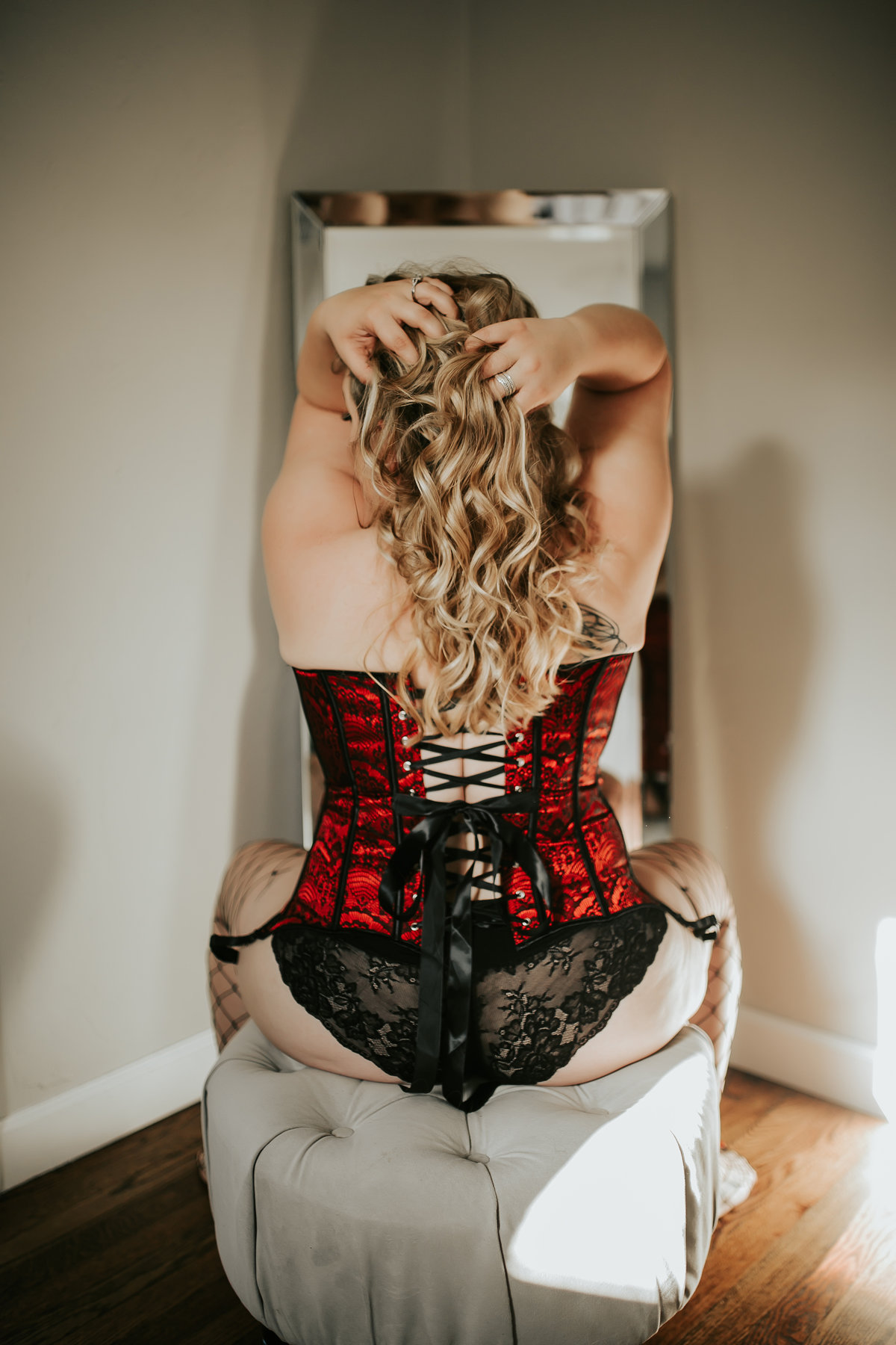 sexy-boudoir-photo-shoot-grooms-gift-leather-book