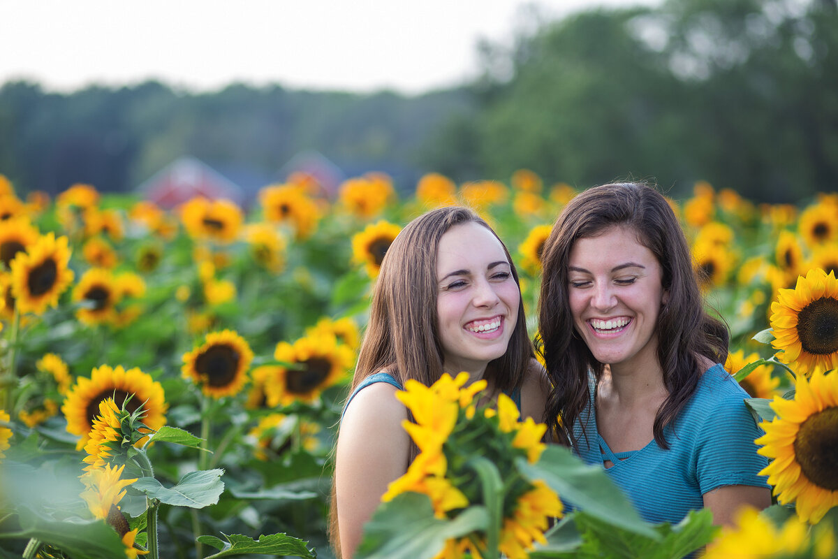 Geneseo-New-York-Teen-pictures-sunflowers-Carrie-Eigbrett-Photography-3007