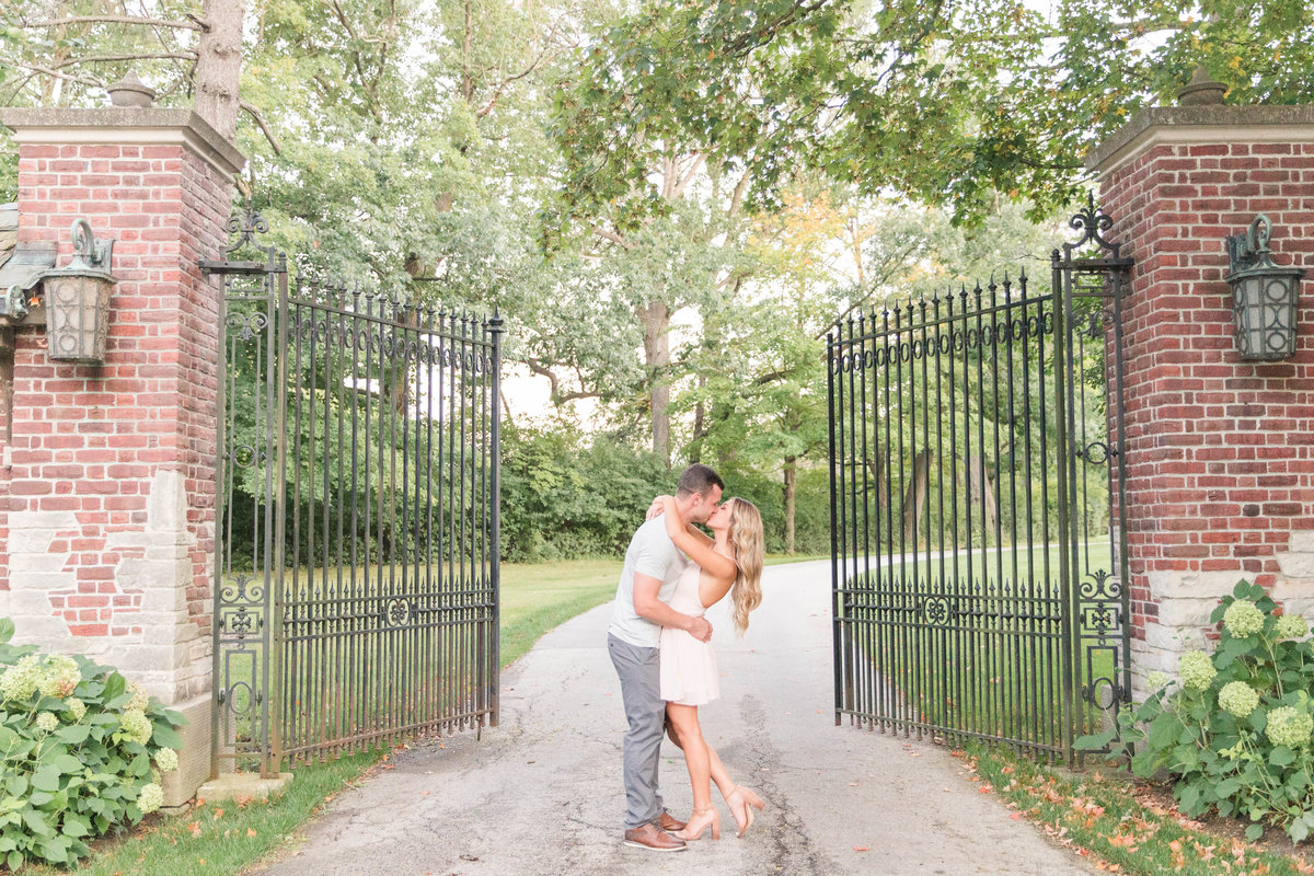 riverbend-country-club-engagement-Katie-schubert-wisconsin-wedding-photographer-54