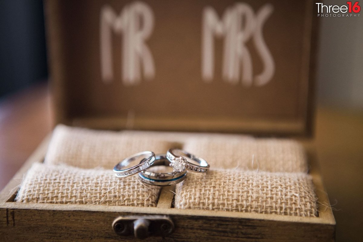 Mr and Mrs wedding rings