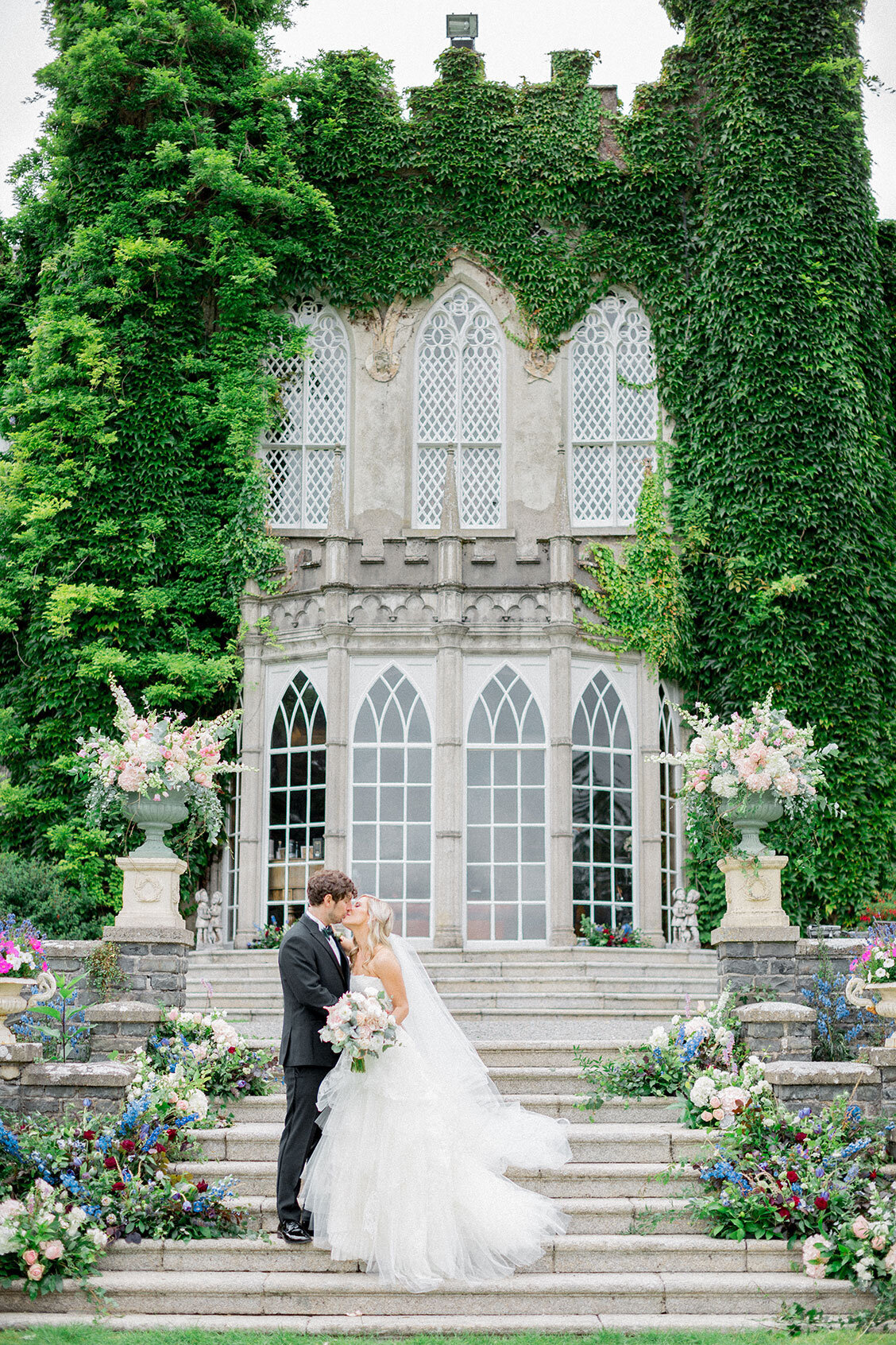Ireland & US Wedding Planner, couple kissing on the steps of estate