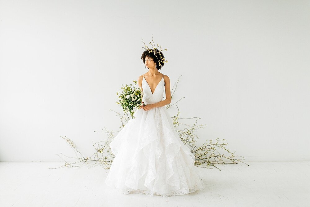 leigh-and-mitchell-spring-bridal-shoot-green-and-white-bridal-bouquet