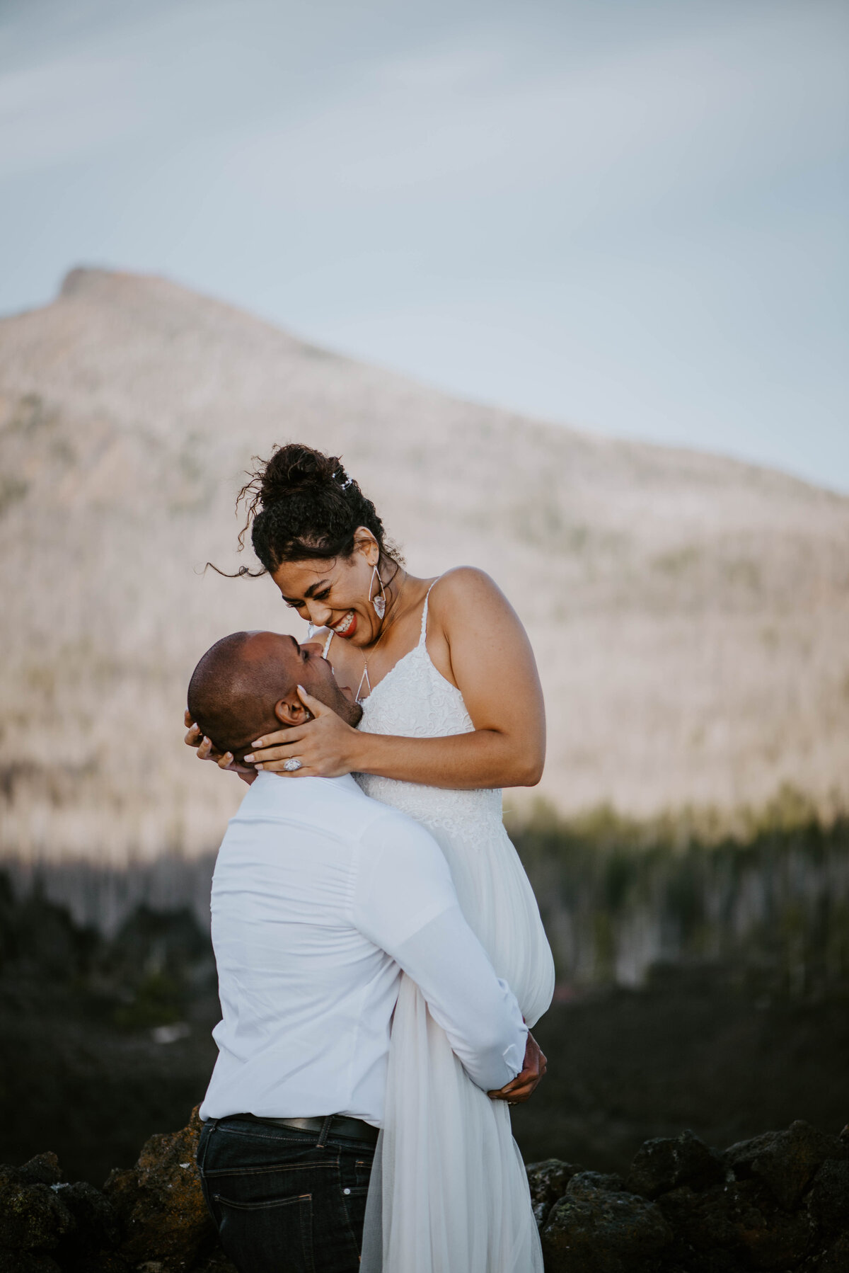 sisters-bend-oregon-summer-wedding-elopement-photographer-dress-scenic-byway-wedding-deewright-observatory-5723