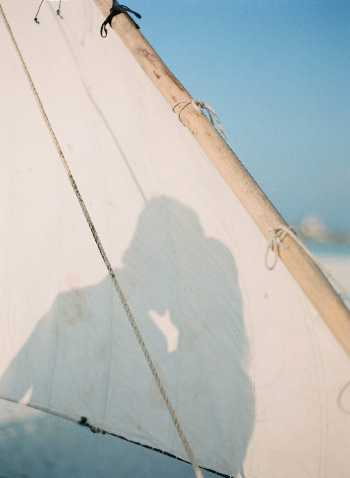 32-KTMerry-couples-portrait-Maldives-sail
