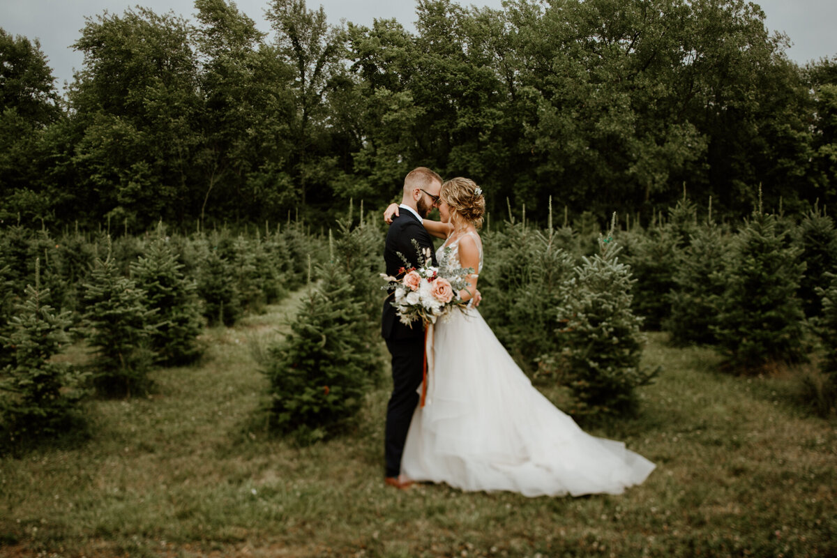 meg-thompson-photography-muncie-white-tail-tree-farm-wedding-michelle-kyle-61