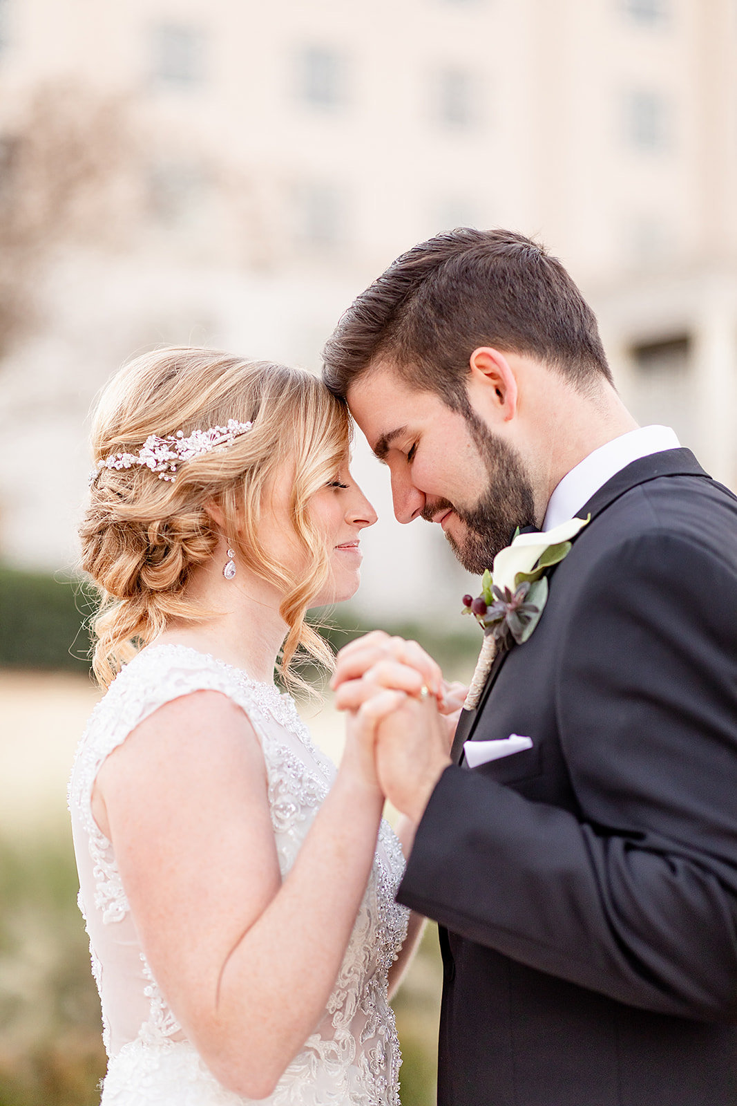 Bride and groom photo ideas for romantic wedding