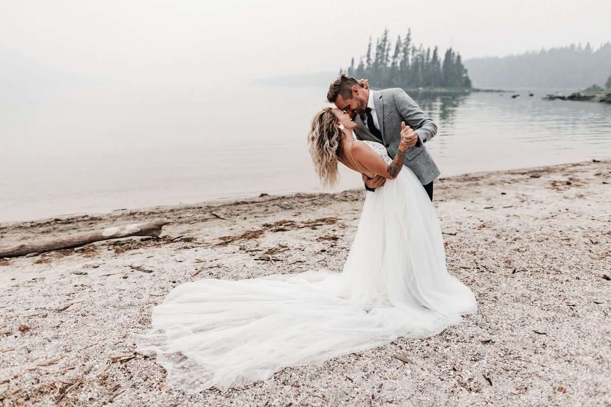 athena-and-camron-sara-truvelle-bridal-wenatchee-elopement-intimate-16-dip-kiss-lake-sweet