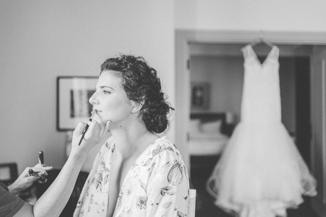 junophoto_bride_getting_ready_old_montreal_wedding-001