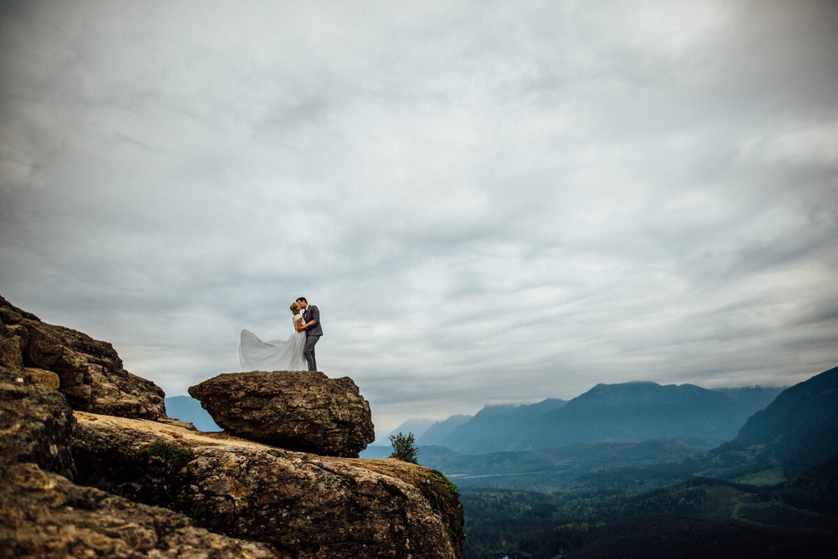 Tiffany-Brce-Rattlesnake-Ledge_Preview-62