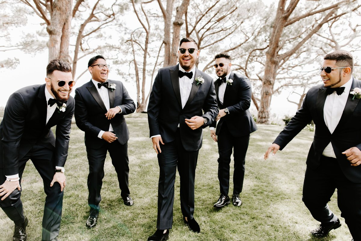 Groomsmen-Goofy-Laughing