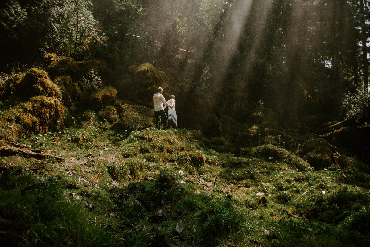 sahalie-falls-summer-oregon-photoshoot-adventure-photographer-bend-couple-forest-outfits-elopement-wedding8447