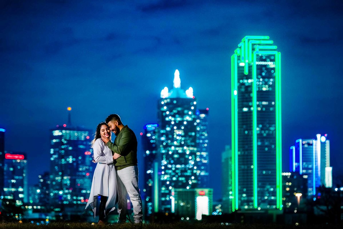 engagement photo of dallas skyline in dallas  texas by stephane lemaire photography