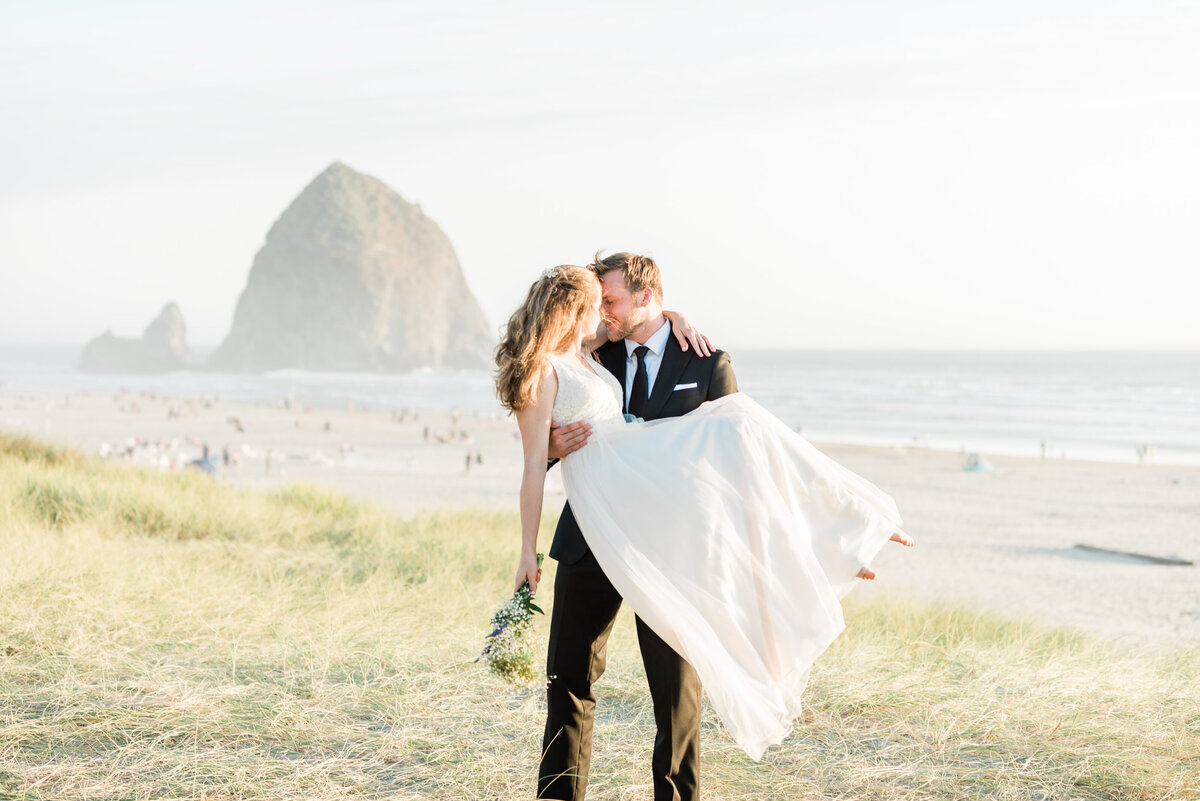 Cannon-Beach-Elopement-Photographer-40