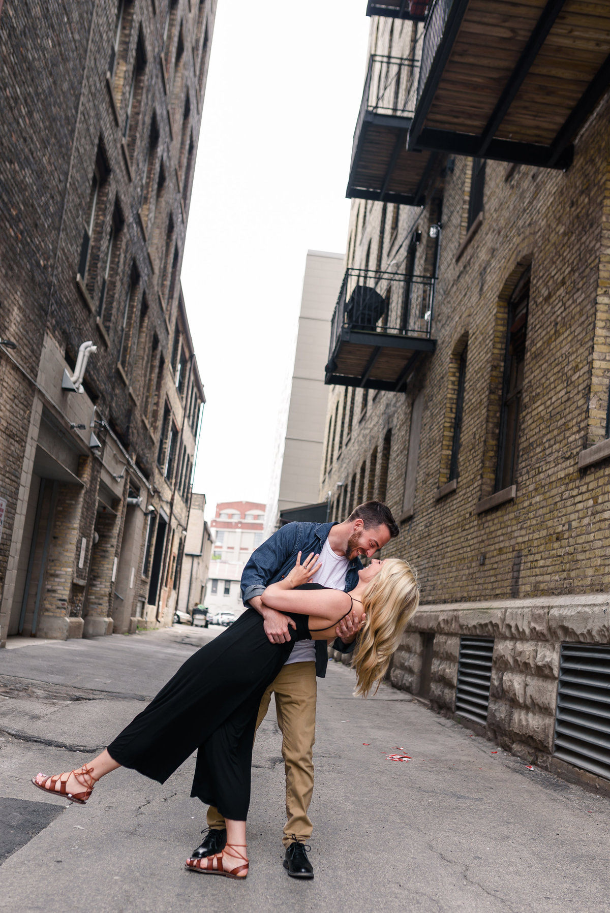 downtown-milwaukee-third-ward-engagement-summer-the-paper-elephant-0022