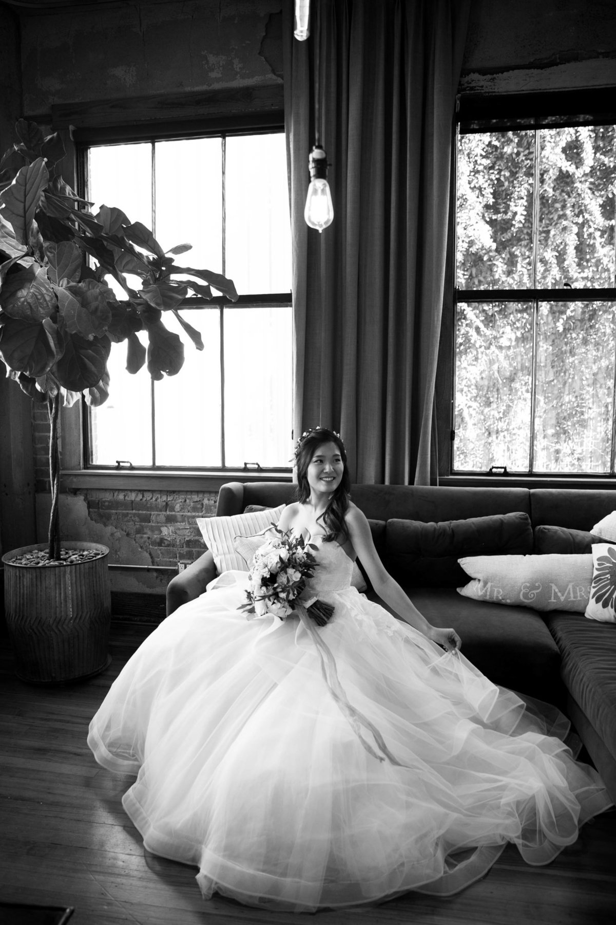 Dallas-Downtown-wedding-at-Hickory-Street-Annex-by-Julia-Sharapova-Photographer-113