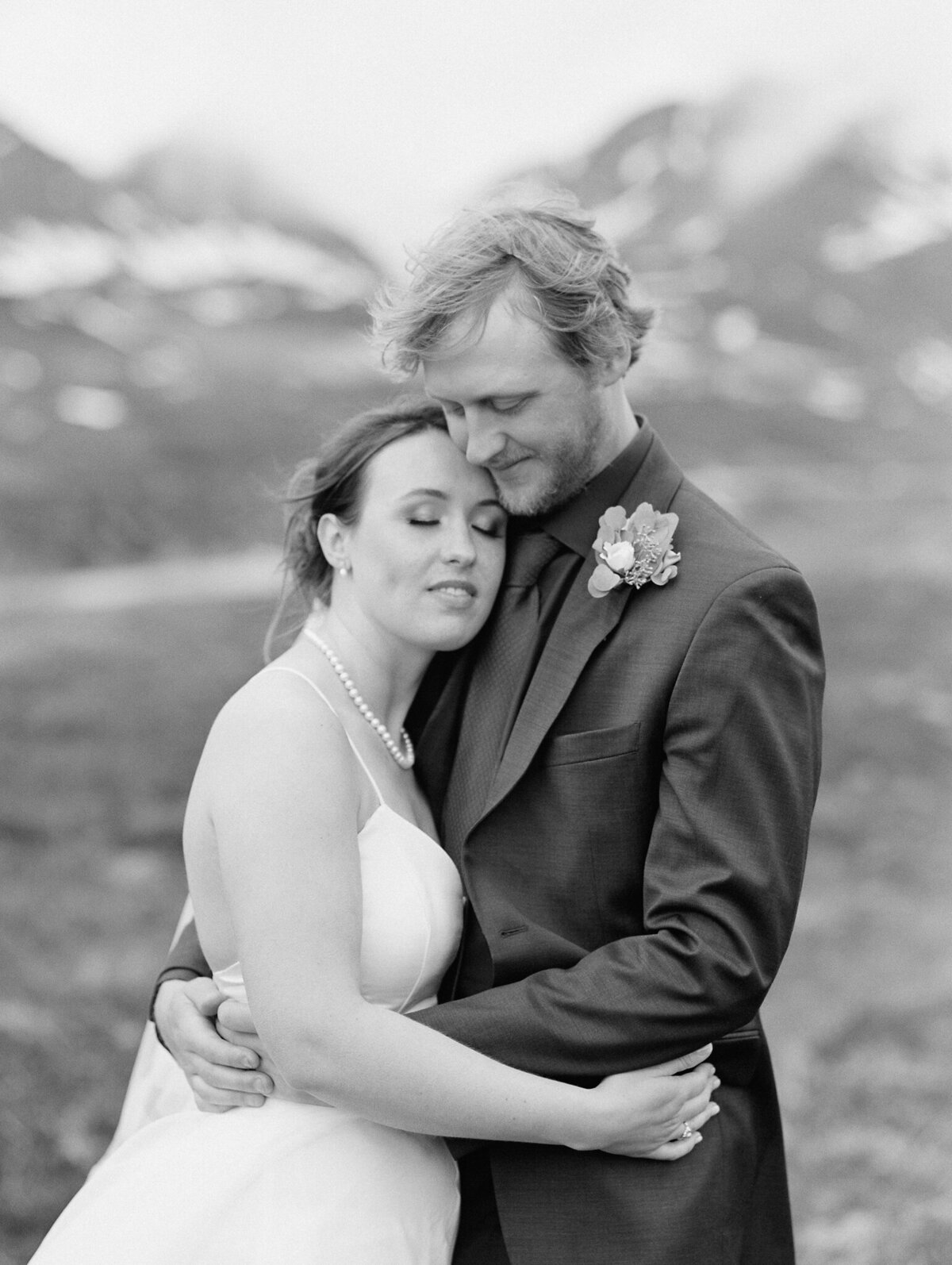 Alaska wedding bride and groom
