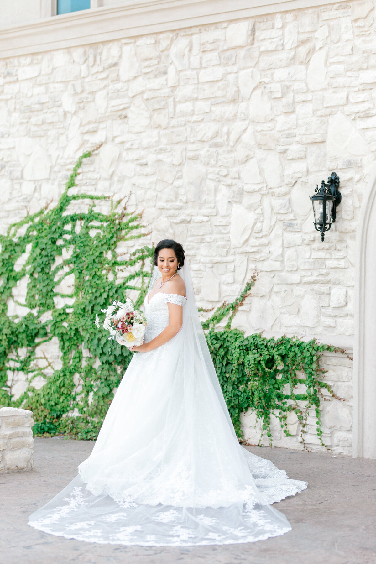 Jasmine & Josh Wedding at Knotting Hill Place | Dallas DFW Wedding Photographer | Sami Kathryn Photography-22