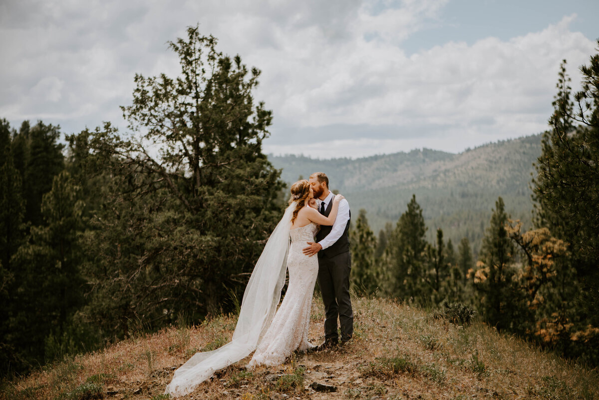 ochoco-forest-central-oregon-elopement-pnw-woods-wedding-covid-bend-photographer-inspiration2200