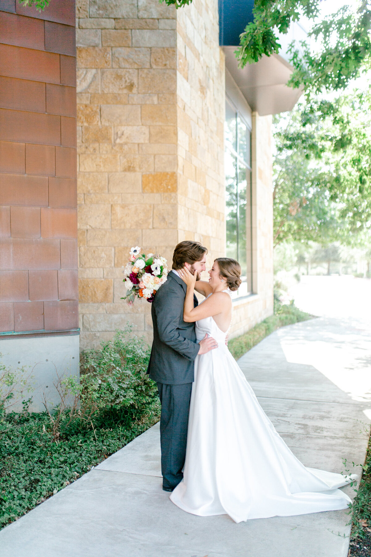 Kaylee & Michael's Wedding at Watermark Community Church | Dallas Wedding Photographer | Sami Kathryn Photography-15
