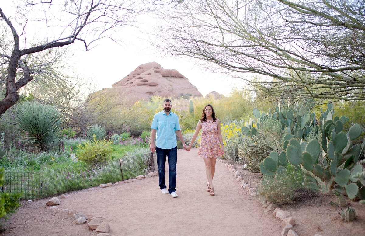 couple engagement session in the desert
