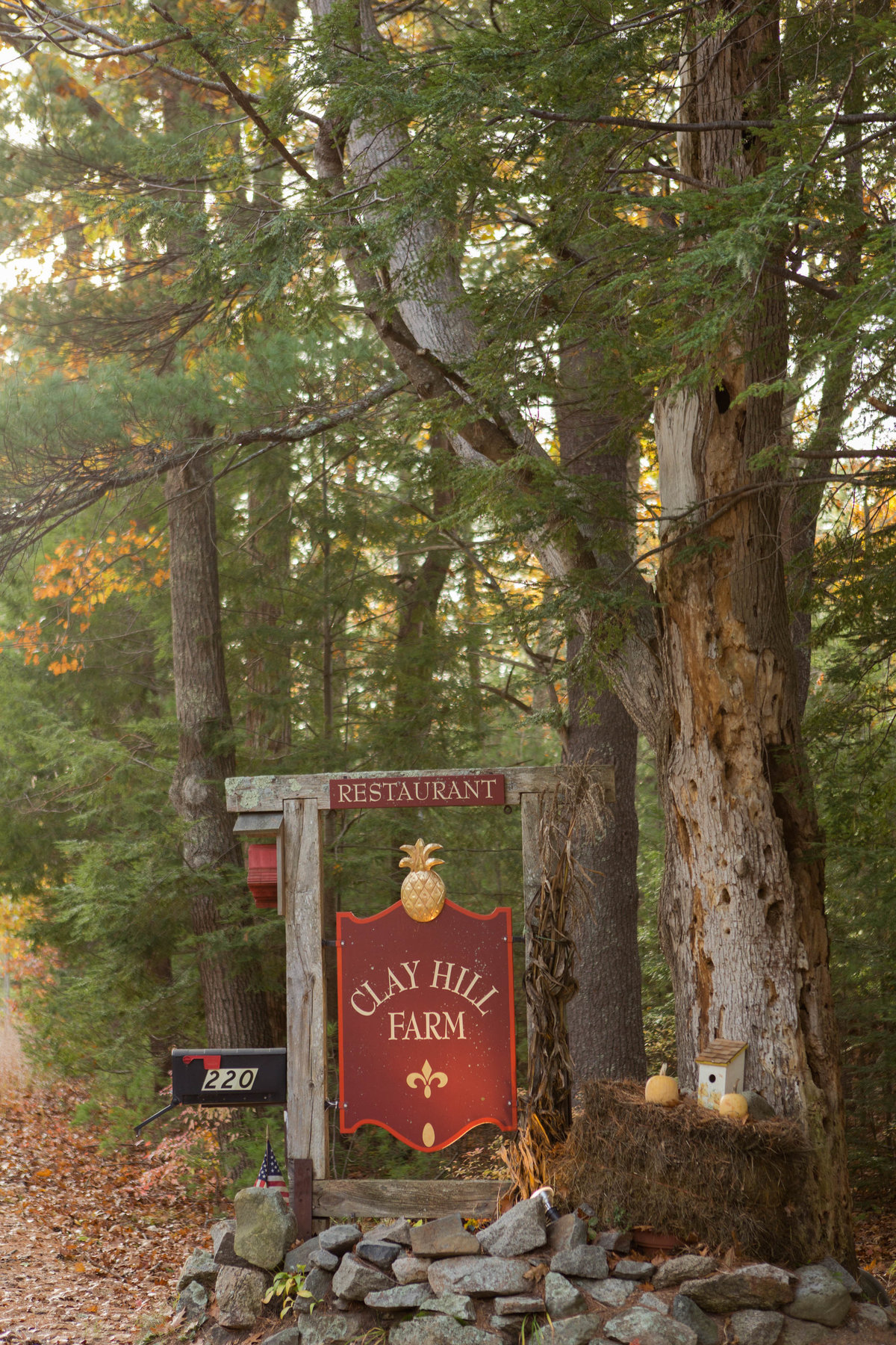 clay hill farm welcome sign