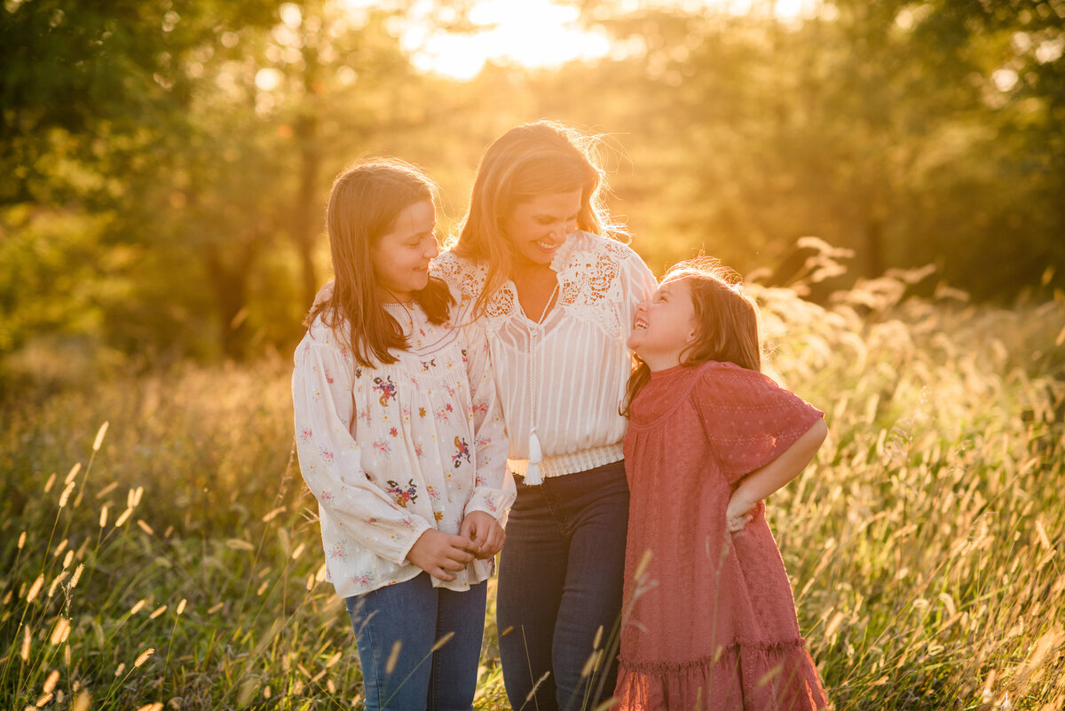 Des-Moines-Iowa-Family-Photographer-Theresa-Schumacher-Photography-Golden-Hour-Grass-Mother-Daughter