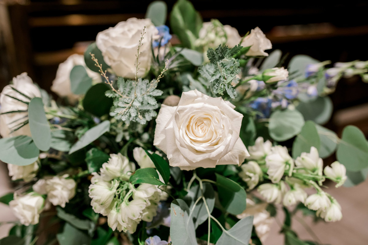 omaha wedding planner and florist downtown Slowdown wedding blue and white by Lindsay Elizabeth Events4