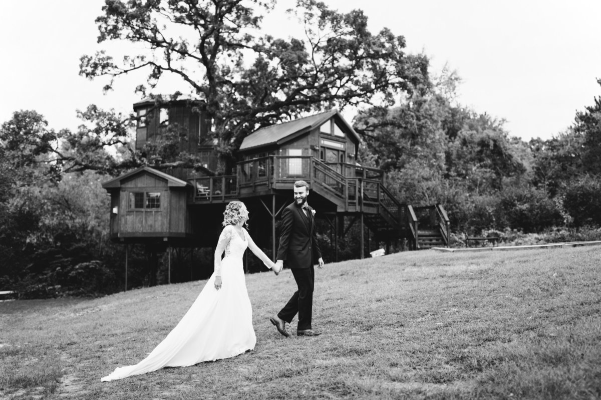 Hope-Glen-Farm-Cottage-Grove-Minnesota-September-Fall-Wedding-22