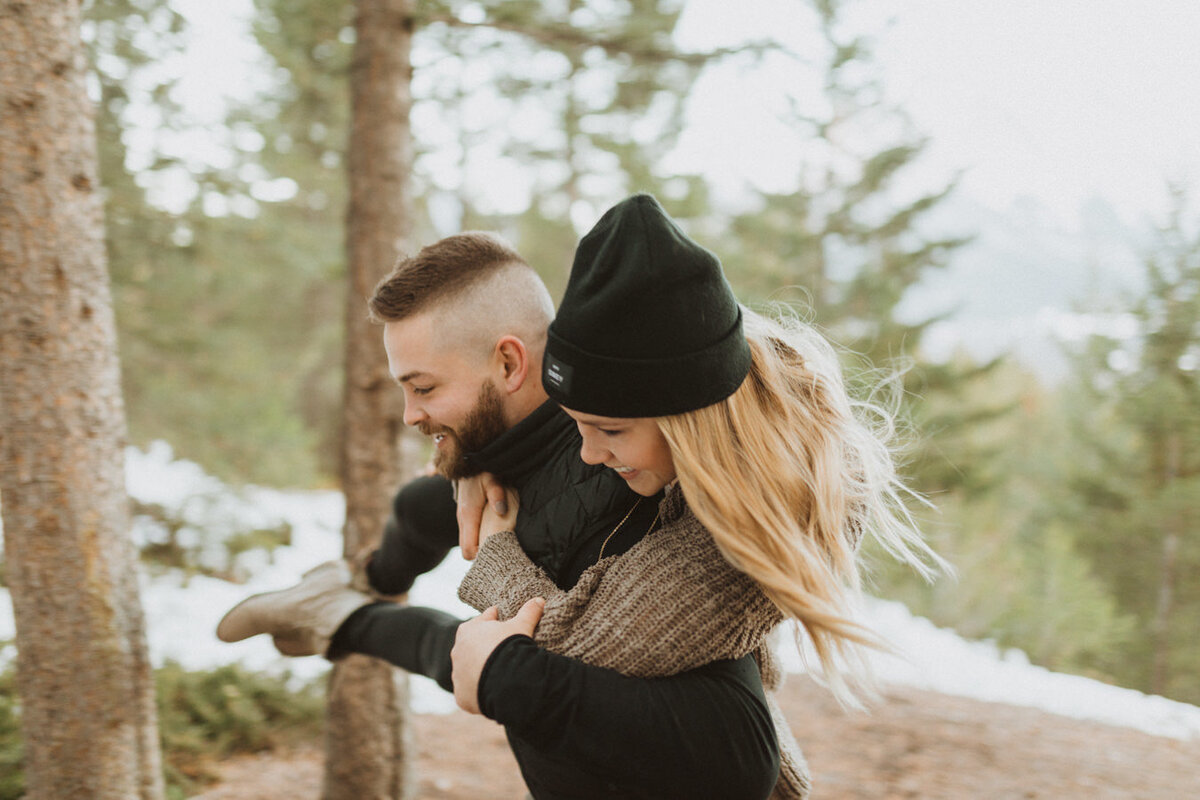 liv_hettinga_photography_snowy_mountain_engagement-6