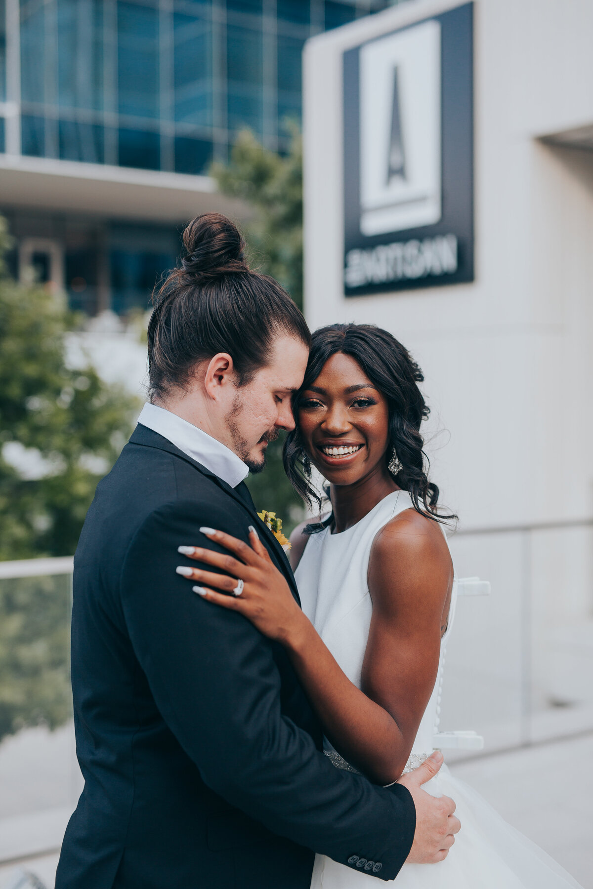 The Artisan Downtown Dallas Nimbus Events Modern Couple Pictures