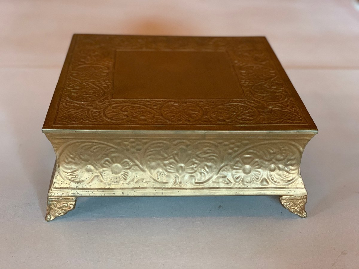 gold square cake stand