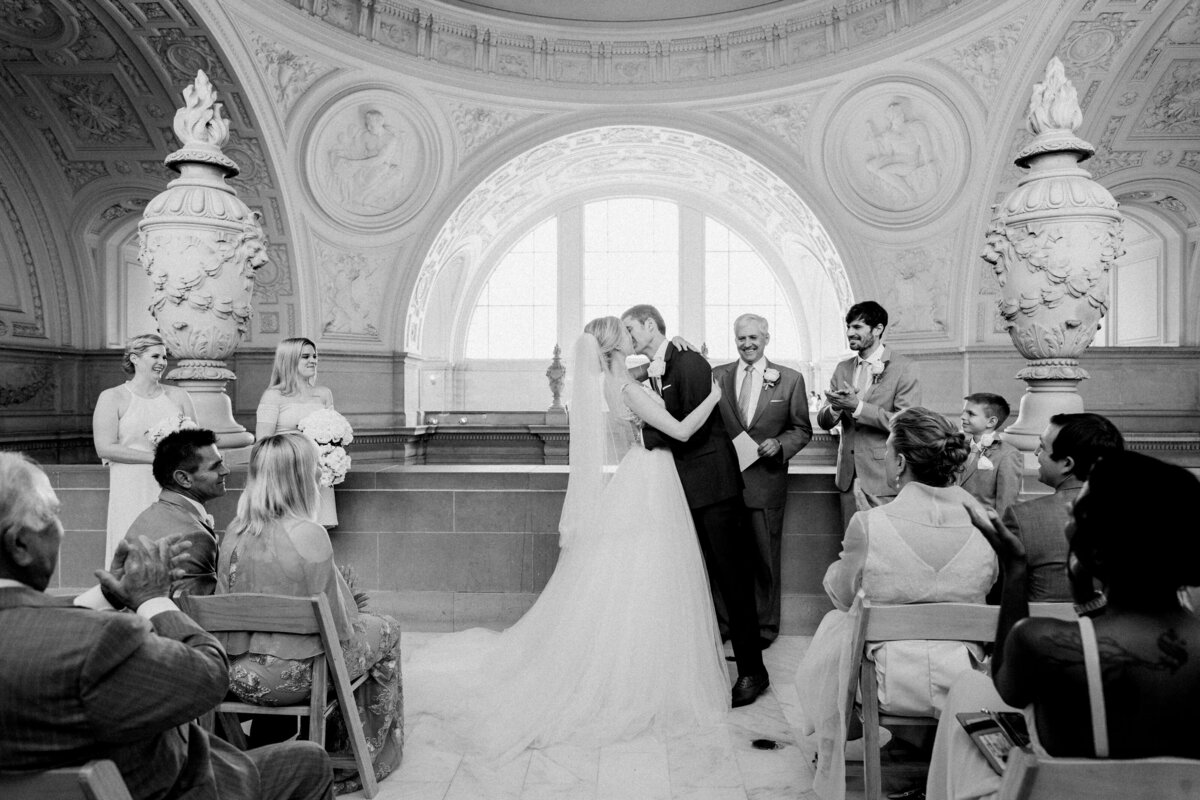 Best_San_Francisco_City_Hall_Wedding_photographer-015