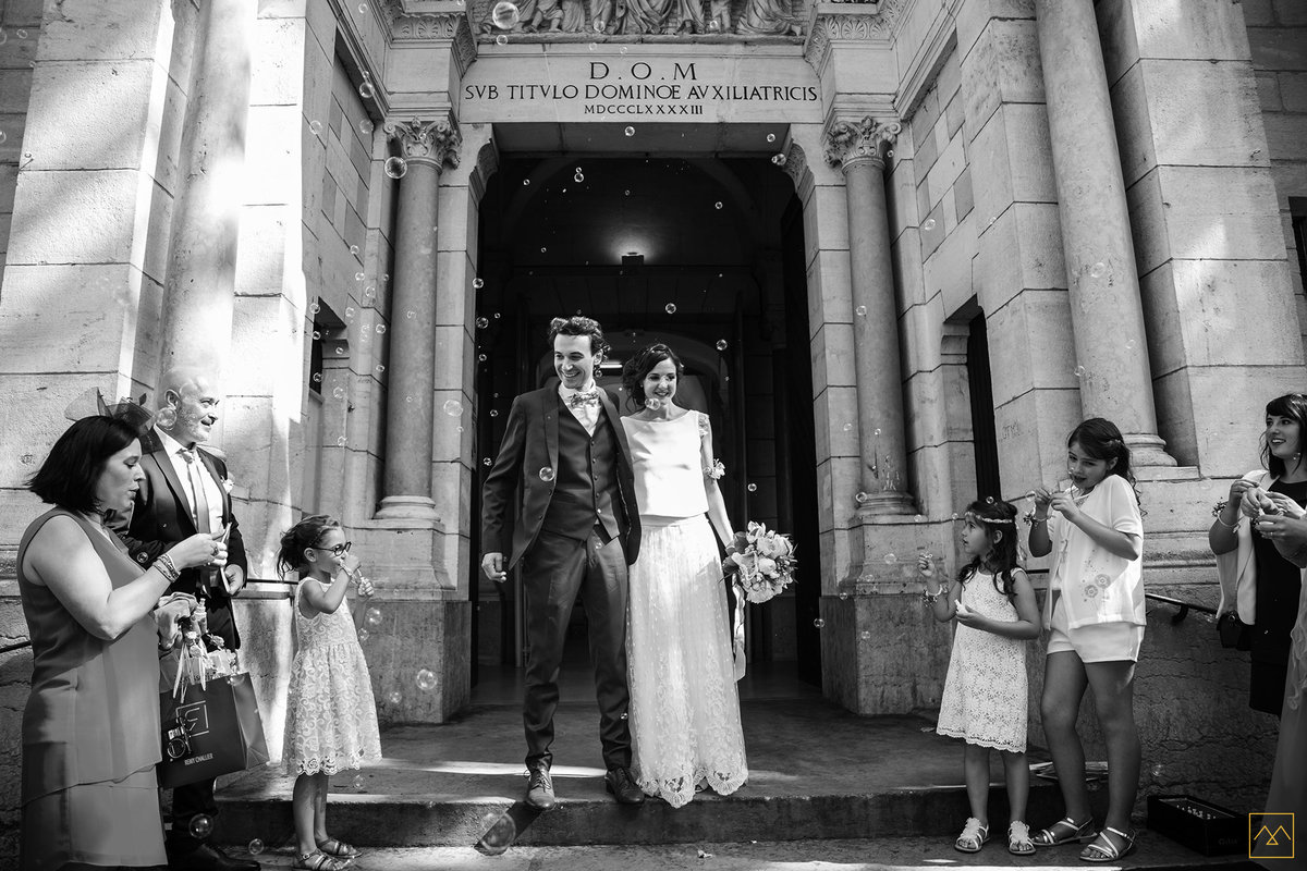 Amédézal-wedding-photographe-lyon-sortie-eglise
