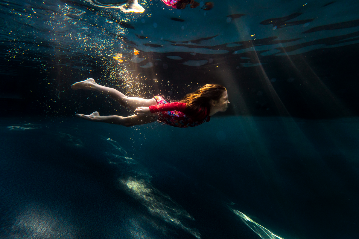 underwater photographer, columbus, ga, atlanta, pool, young girl swimming, sunrays, ker-fox photography 3