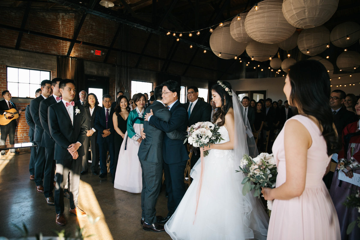 Dallas-Downtown-wedding-at-Hickory-Street-Annex-by-Julia-Sharapova-Photographer-130