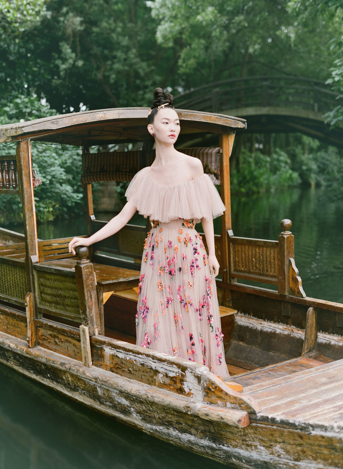 30-ktmerry-HarpersBazaar-Valentino-Bridal-hautecouture-China