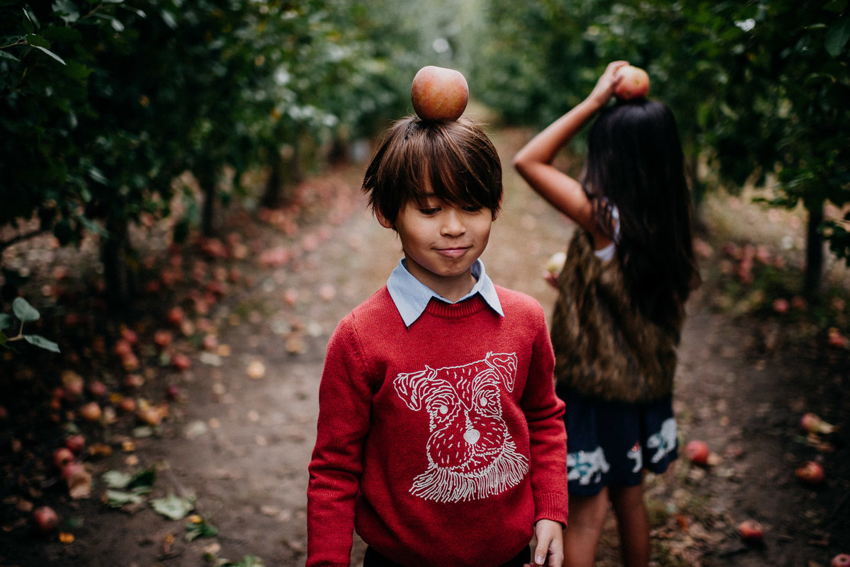 apple orchard family photos-24