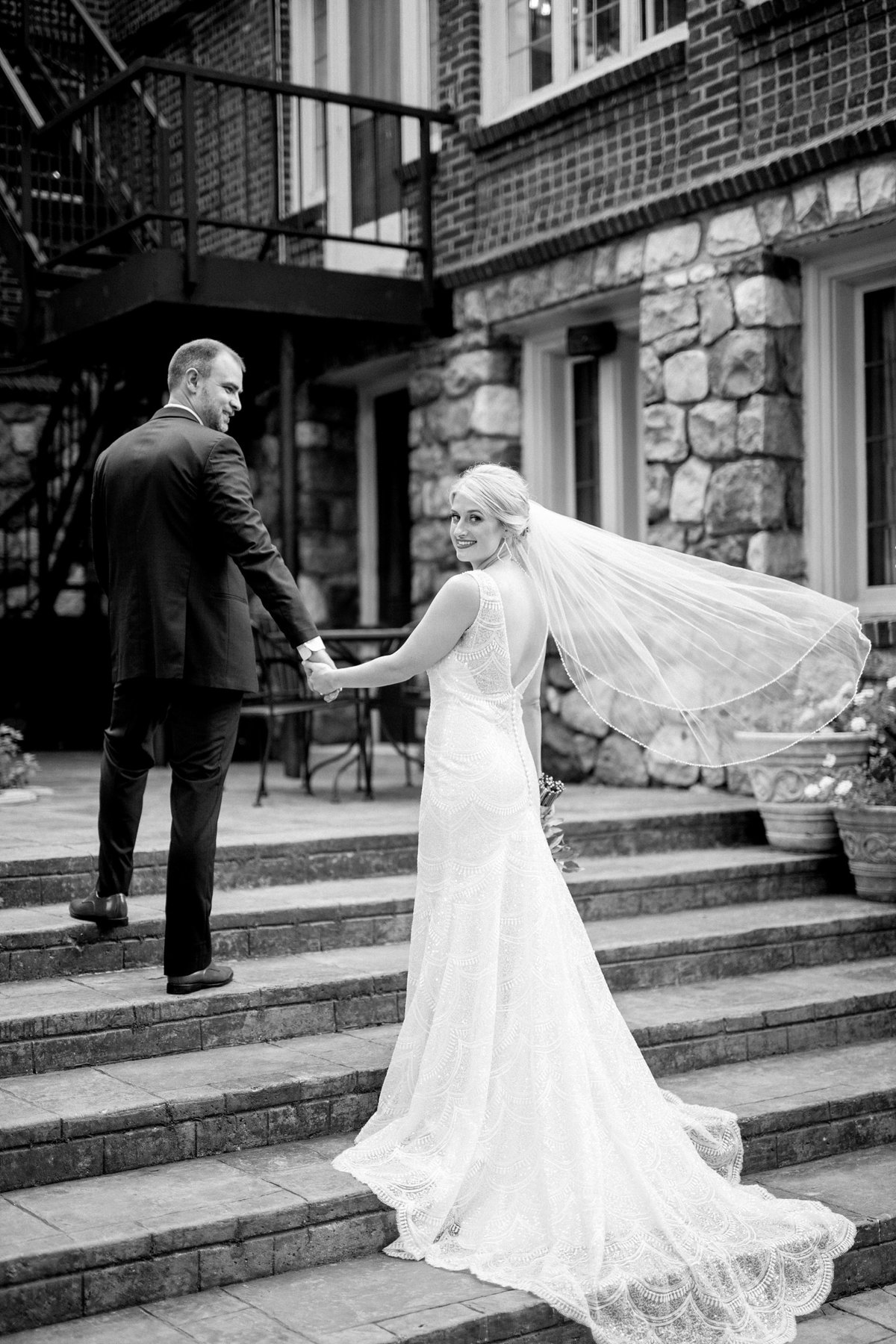 Julie-Barry-English-Inn-Summer-Garden-Wedding-Michigan-Breanne-Rochelle-Photography1