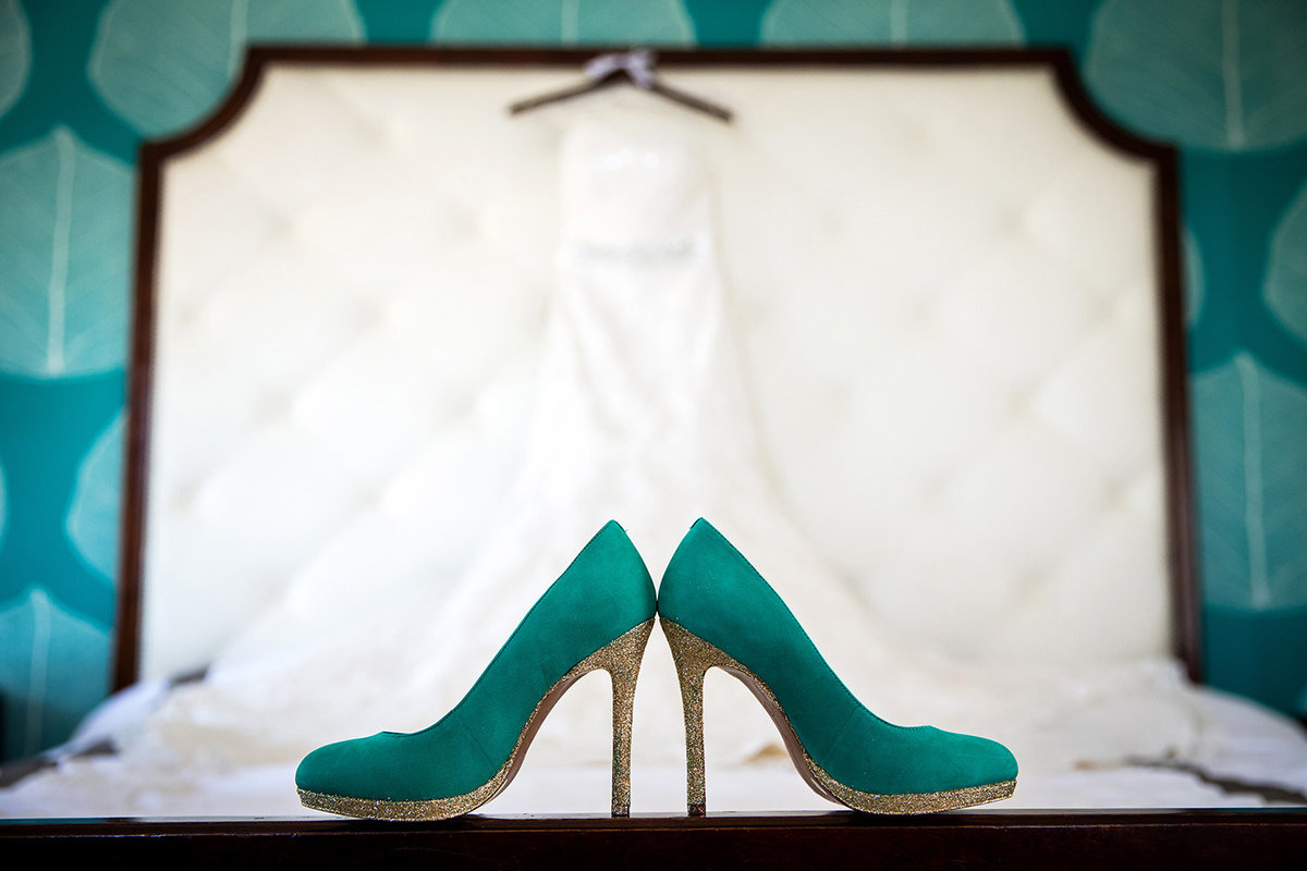 wedding photos teal shoes with dress
