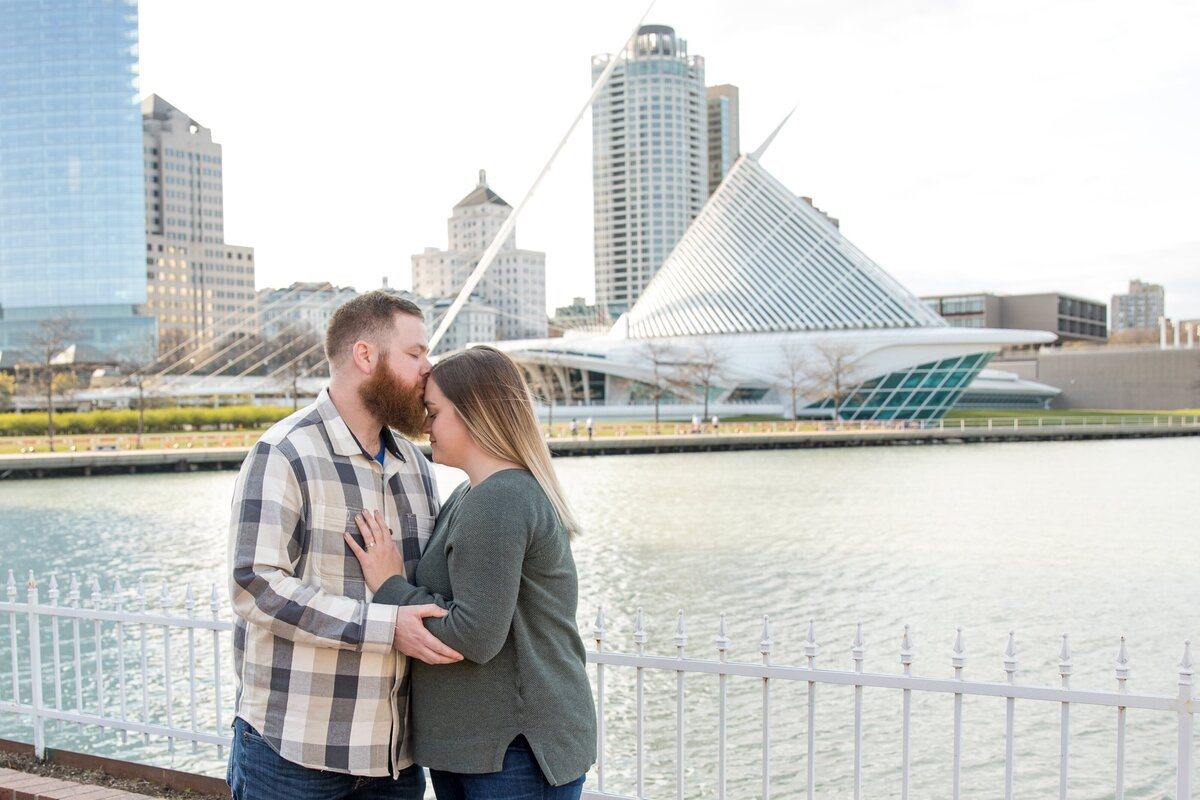 Milwaukee Art Museum Engagement Session