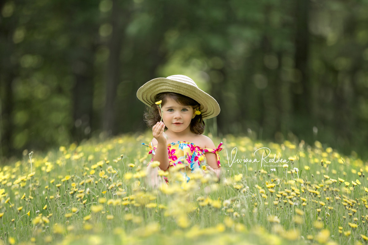viviana-rodden-photography-child-flowers-hero