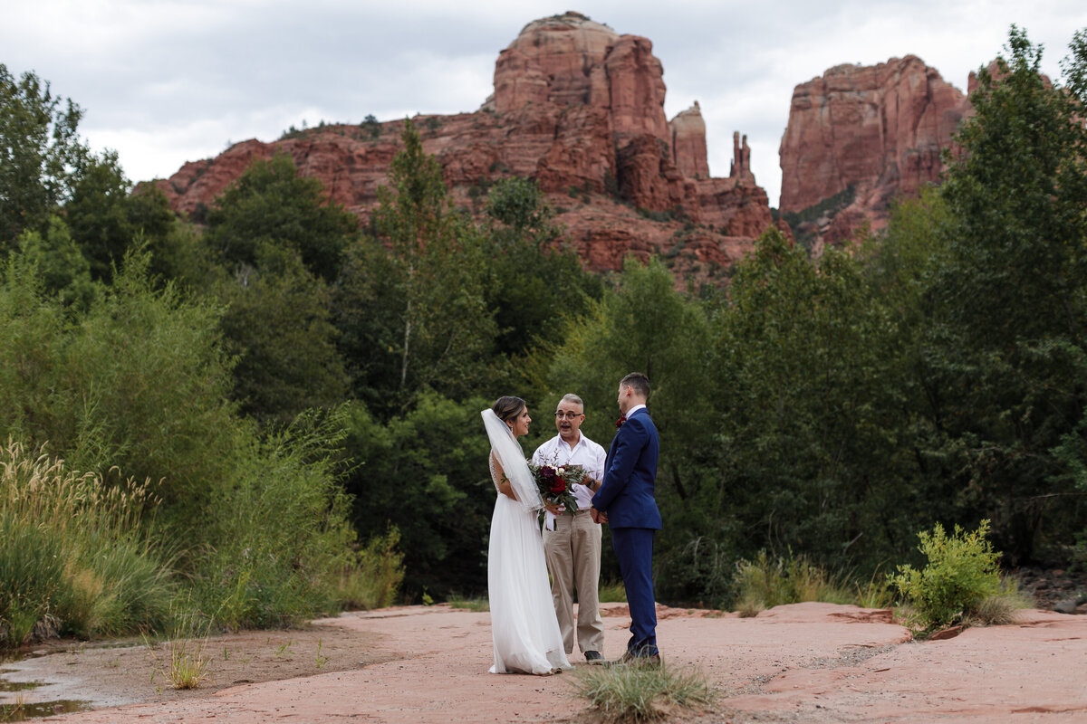 Sedona-Arizona-Elopement-Cathedral-Rock-Destination-Wedding-Photographer-44