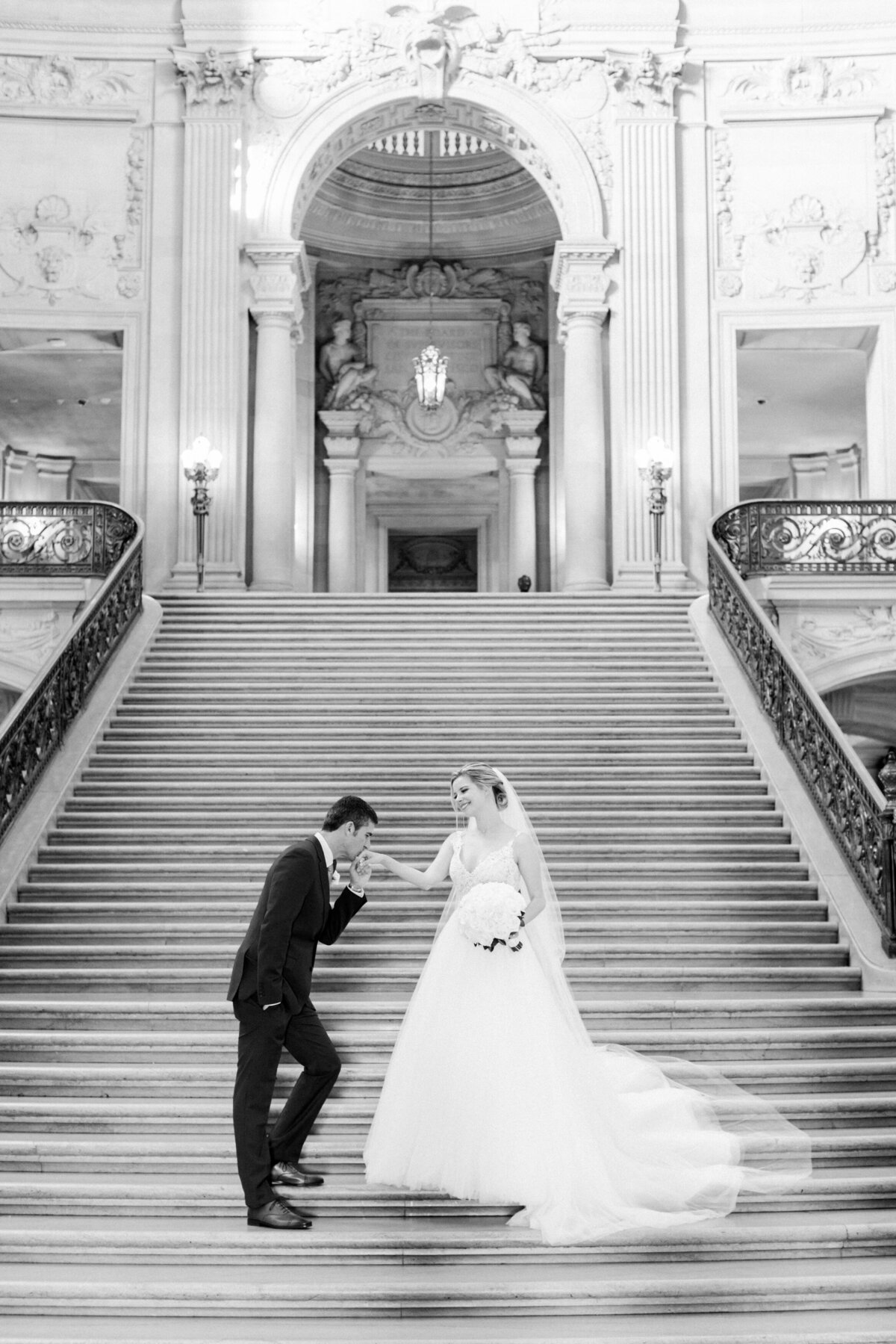 Best_San_Francisco_City_Hall_Wedding_photographer-006