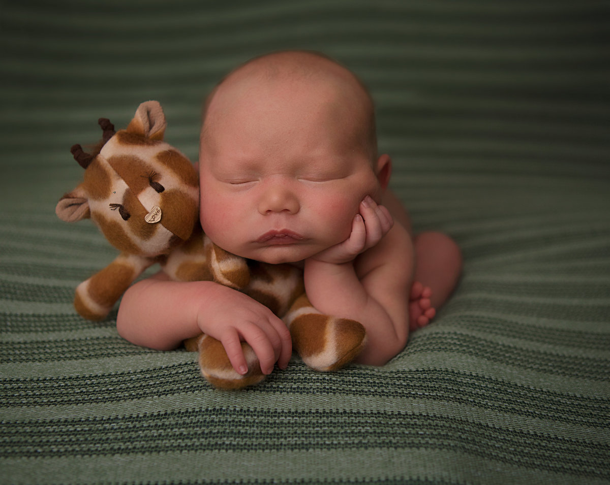 Lynsie Rae Photography_2017 Atlas newborn