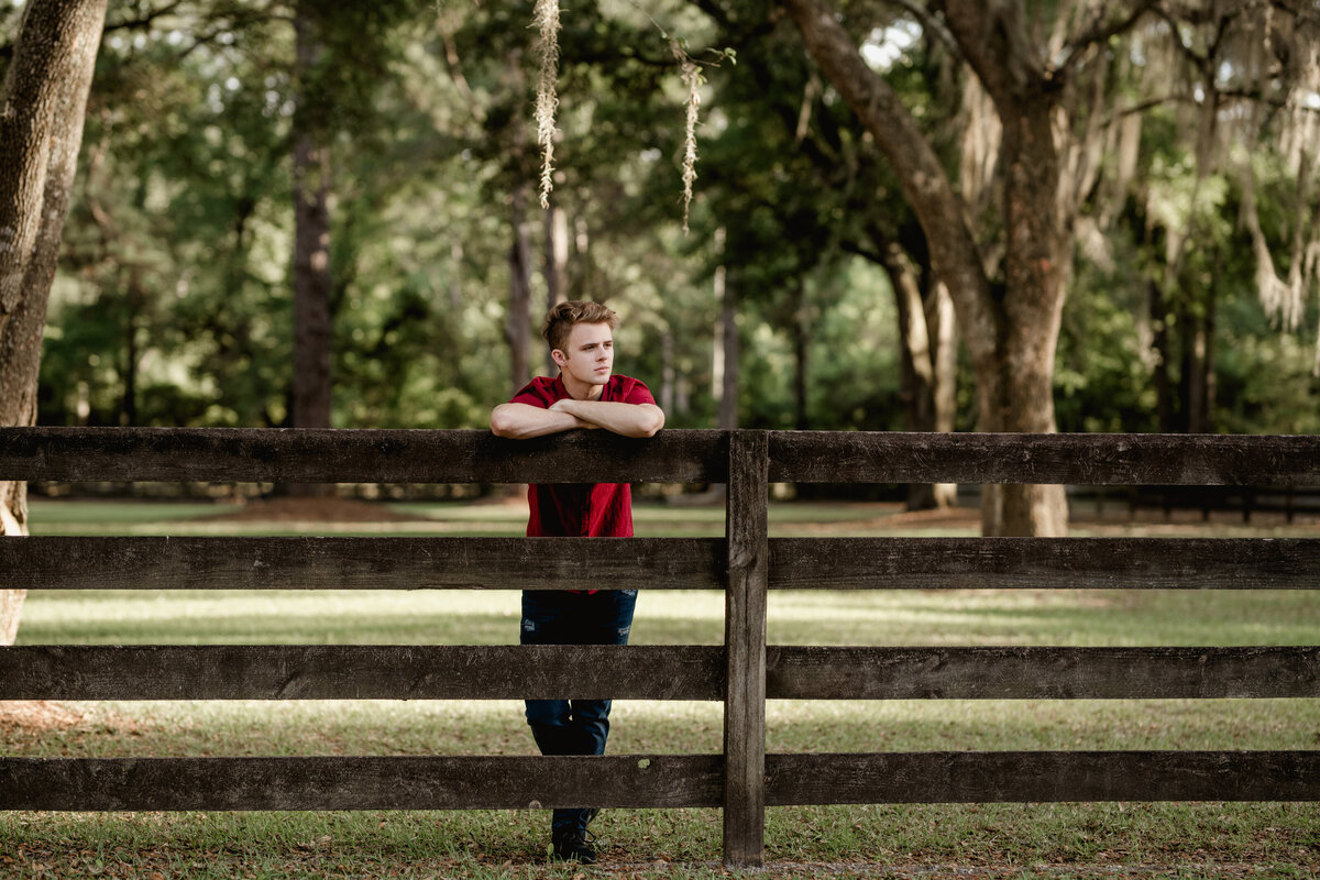 Senior photographer who specializes in boys and girls takes photos in North Florida