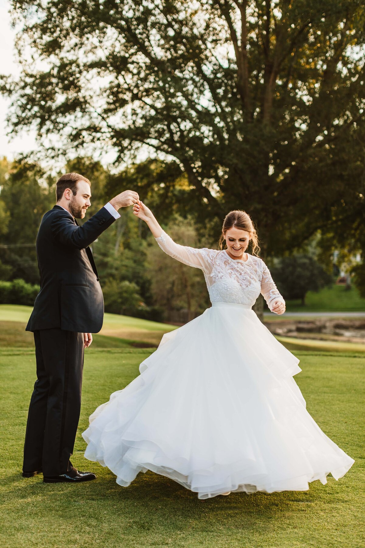 bride-groom-twirling