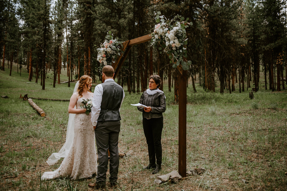 ochoco-forest-central-oregon-elopement-pnw-woods-wedding-covid-bend-photographer-inspiration2022