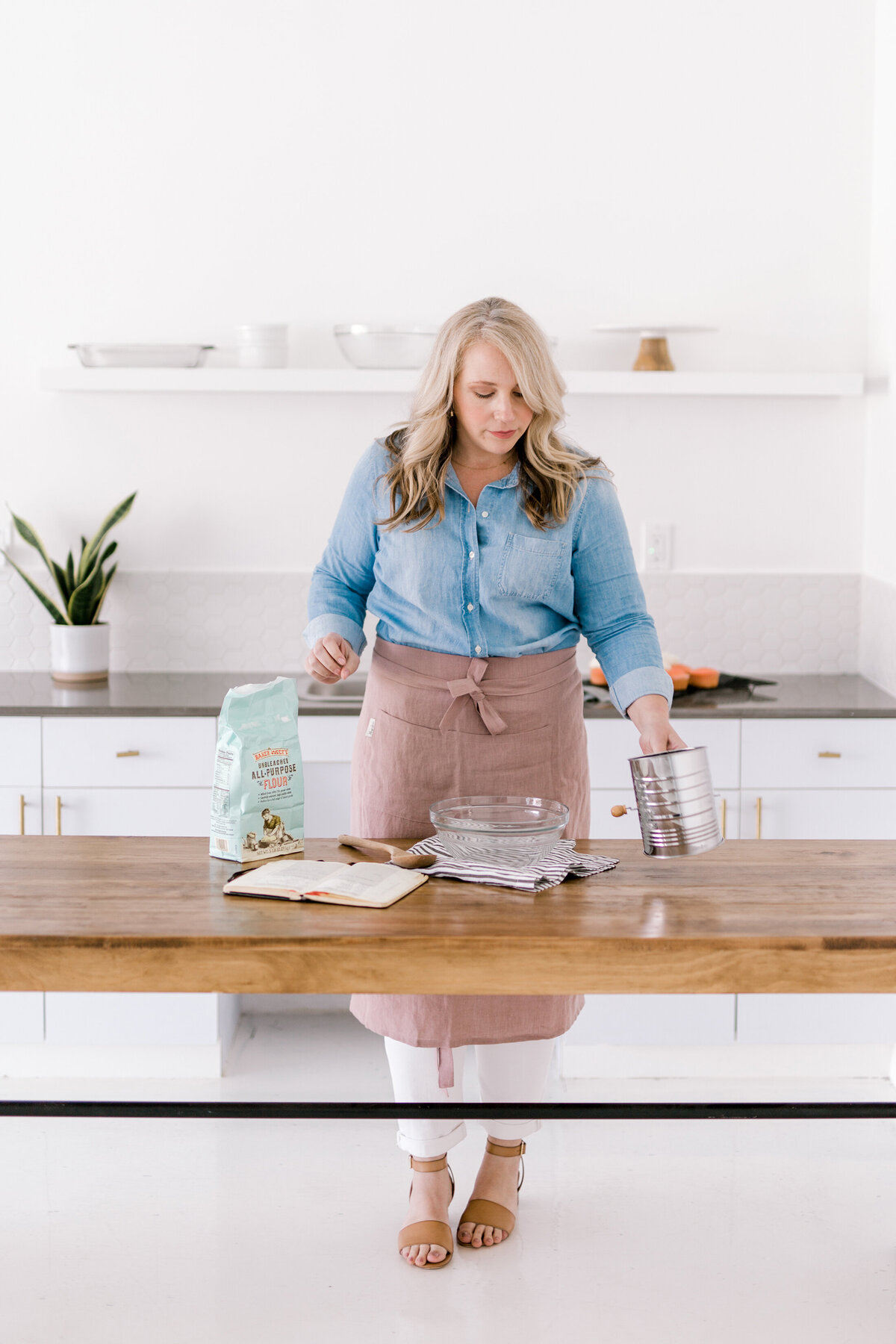 Dallas Brand Photography for Creatives | Laylee Emadi | Catie Ann Baking | Brand Mini Session 2
